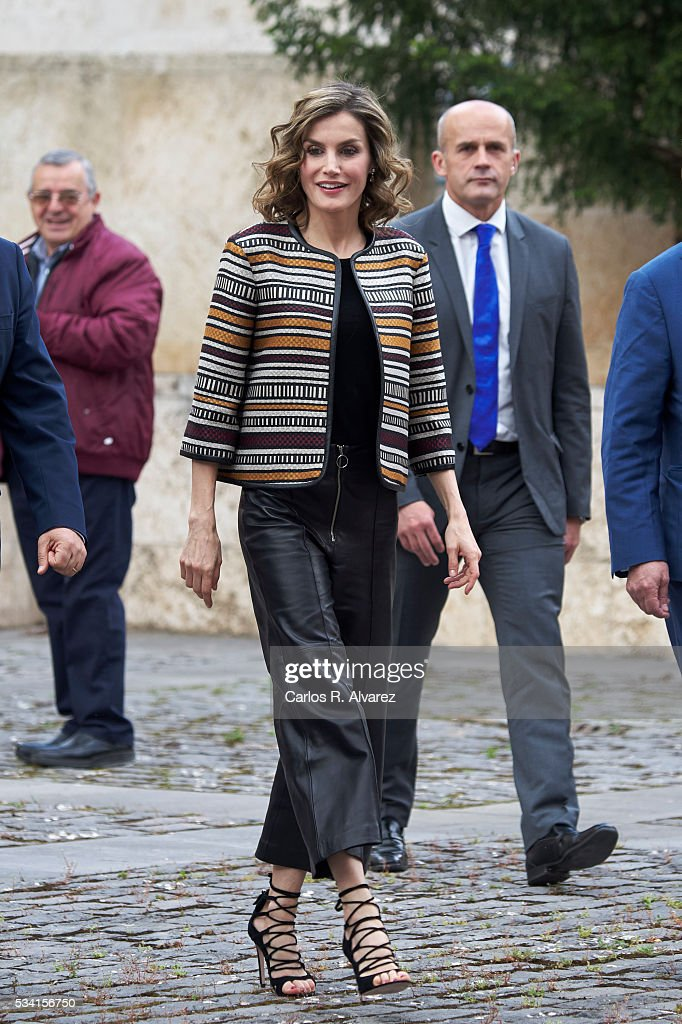 Queen Letizia Attends Journalism Seminar in La Rioja : News Photo