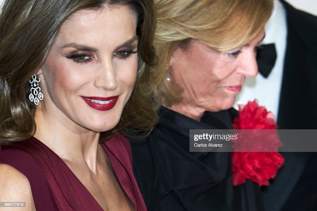 Queen Letizia of Spain (L) attends the 'Mariano de Cavia', 'Luca de Tena' and 'Mingote' Journalism awards on October 26, 2017 in Madrid, Spain.