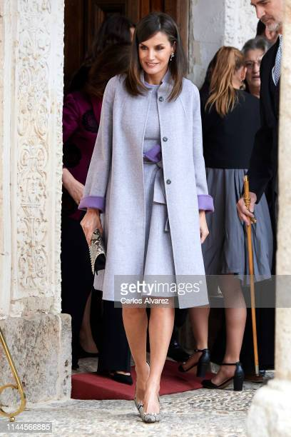 Queen Letizia of Spain attends the 'Miguel de Cervantes 2018' Award, given to Uruguayan writer Ida Vitale at Alcala de Henares University on April...