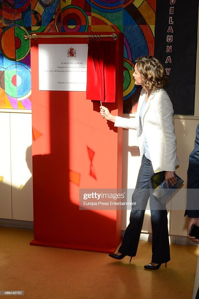 Queen Letizia of Spain Attends The Opening of 2015-2016 Scholarship Course in Palencia : Fotografía de noticias