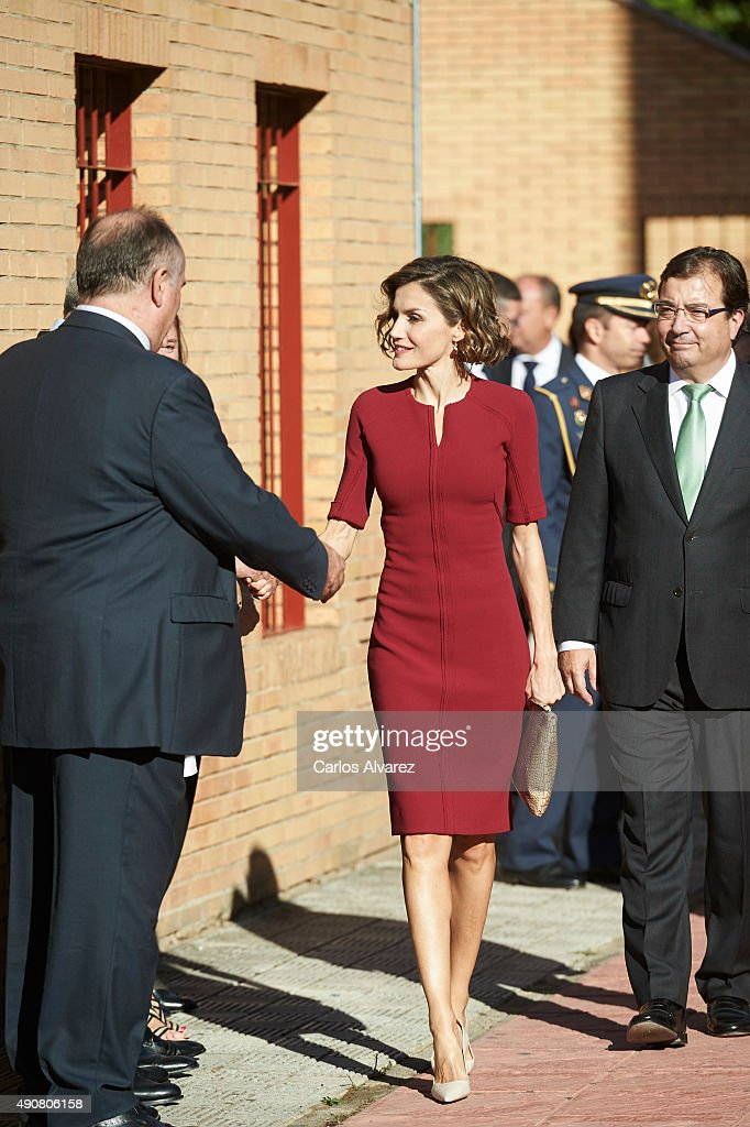 Queen Letizia of Spain Attends Vocational Training Opening Course : Foto jornalística
