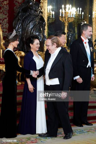 Queen Letizia of Spain China's first lady Peng Liyuan Chinese president Xi Jinping and King Felipe VI of Spain receive Ramon Tamames at the Gala...