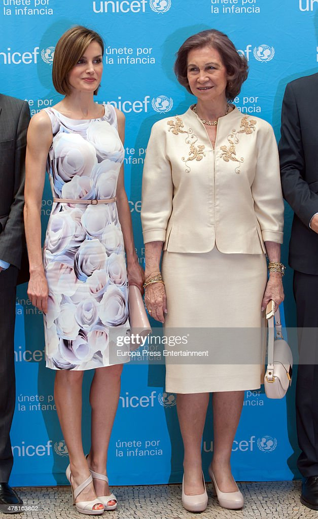 Queen Letizia of Spain and Queen Sofia Attend 2015 UNICEF Awards : News Photo