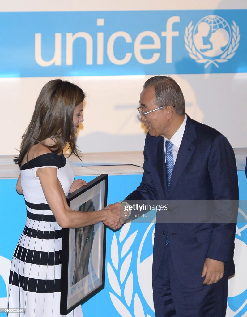 Queen Letizia of Spain (L) delivers a 2017 UNICEF Award to Ban Ki-moon (R) at the CSIC on June 13, 2017 in Madrid, Spain.