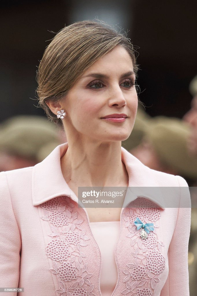 Queen Letizia Delivers New National Flag To Speciality Of Engineers Regiment Number 11 : News Photo
