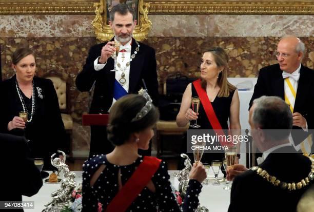 Queen Letizia of Spain drinks a toast with Portuguese President Marcelo Rebelo de Sousa in front of King Felipe VI of Spain Spanish Prime Minister's...