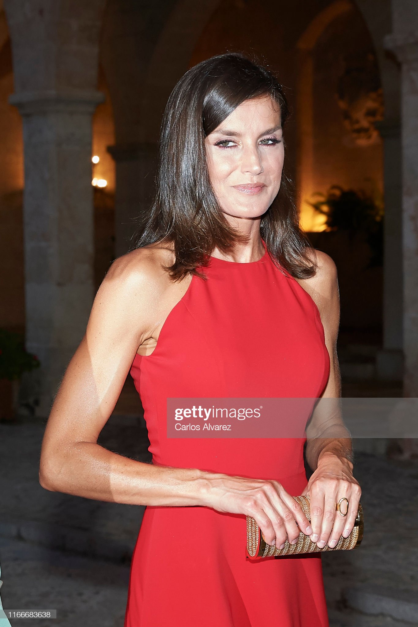 https://media.gettyimages.com/photos/queen-letizia-of-spain-hosts-a-dinner-for-authorities-at-the-palace-picture-id1166683638?s=2048x2048