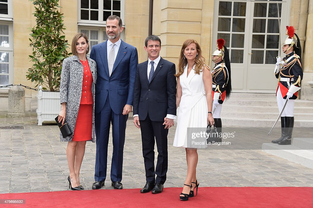 Queen Letizia of Spain, King Felipe of Spain, French Prime Minister Manuel Valls and wife Anne Gravoin pose in the courtyard of the Hotel Matignon on June 3, 2015 in Paris, France.