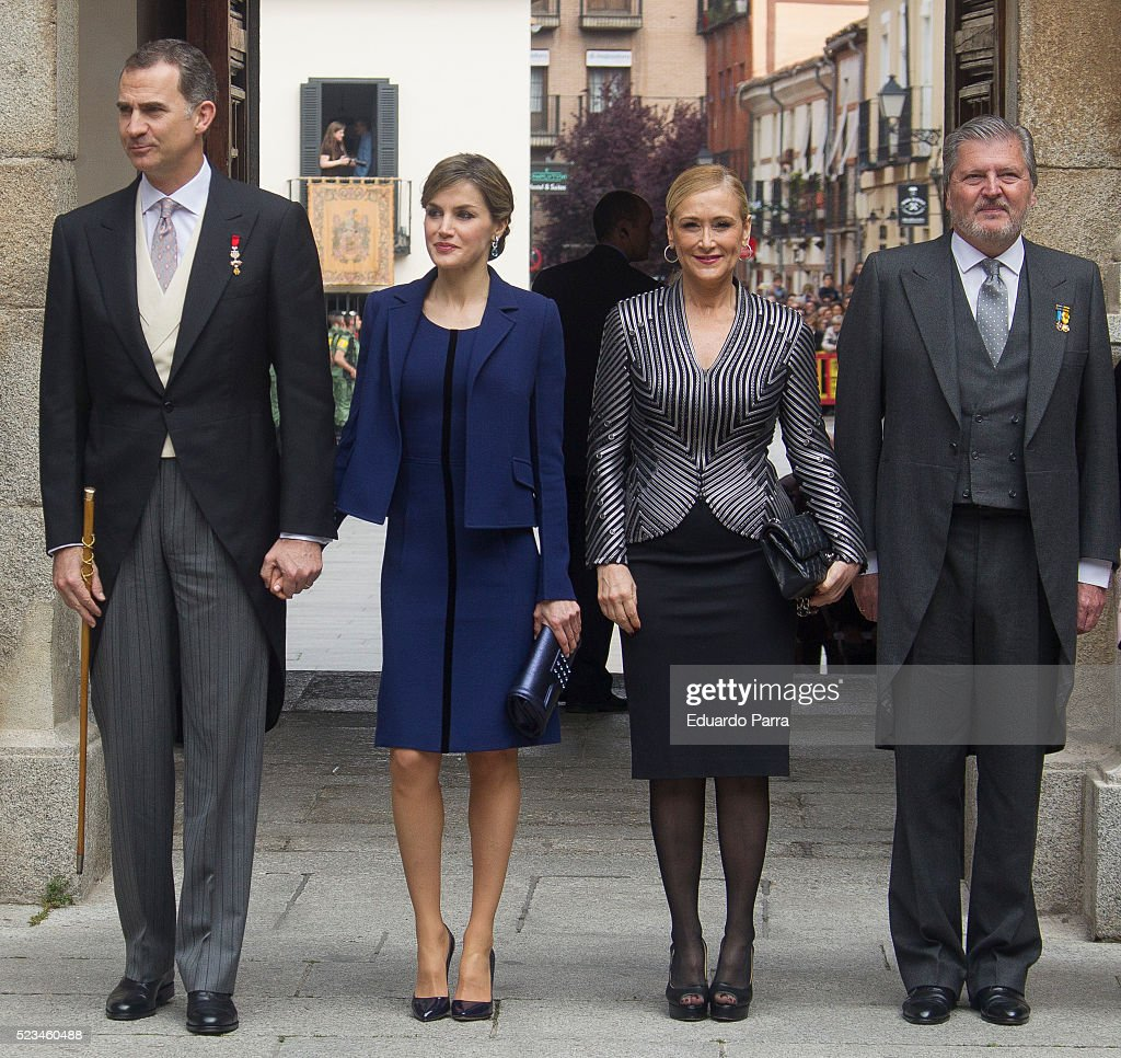 Queen Letizia of Spain (2L), King Felipe VI of Spain (1L), President of Madrid Cristina Cifuentes (2R) and Minister of Culture Inigo Mendez de Vigo pose for photographers at the University of Alcala de Henares for the Cervantes Prize award ceremony on April 23, 2016 in Alcala de Henares, Spain.