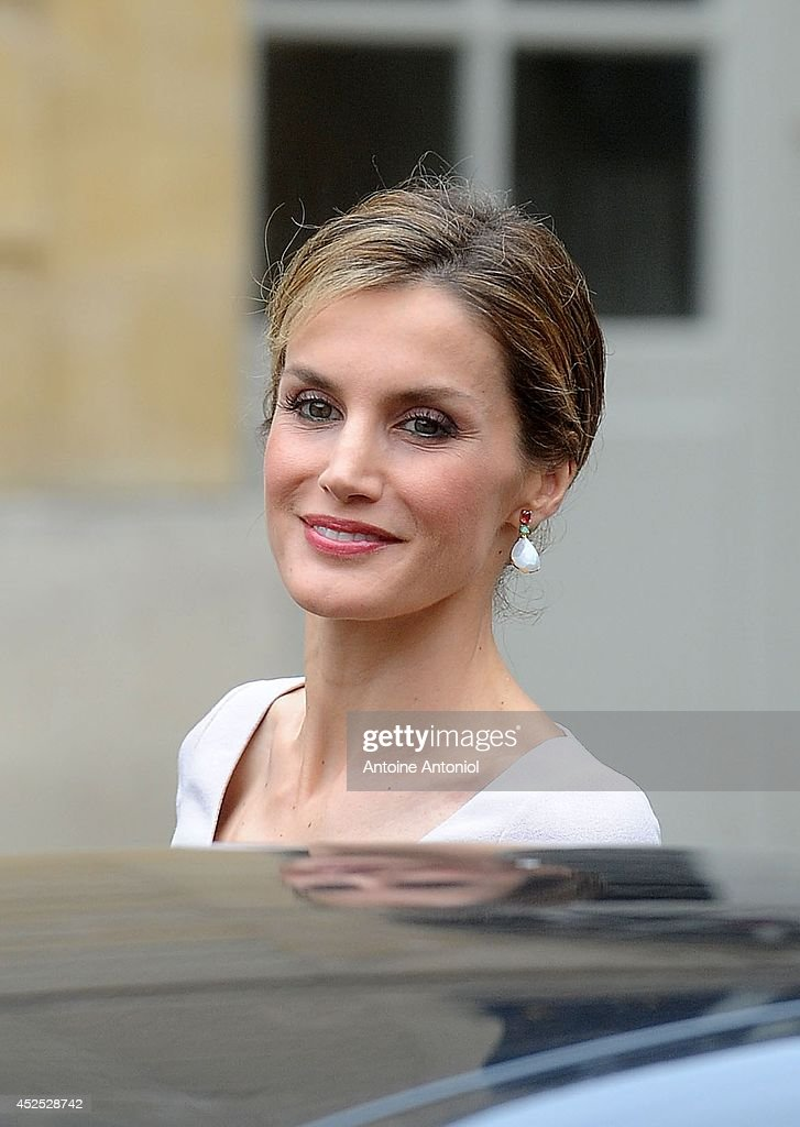 Queen Letizia of Spain leaves the Hotel Matignon on July 22, 2014 in Paris, France. King Felipe VI and Queen Letizia of Spain are in offical day visit in France.