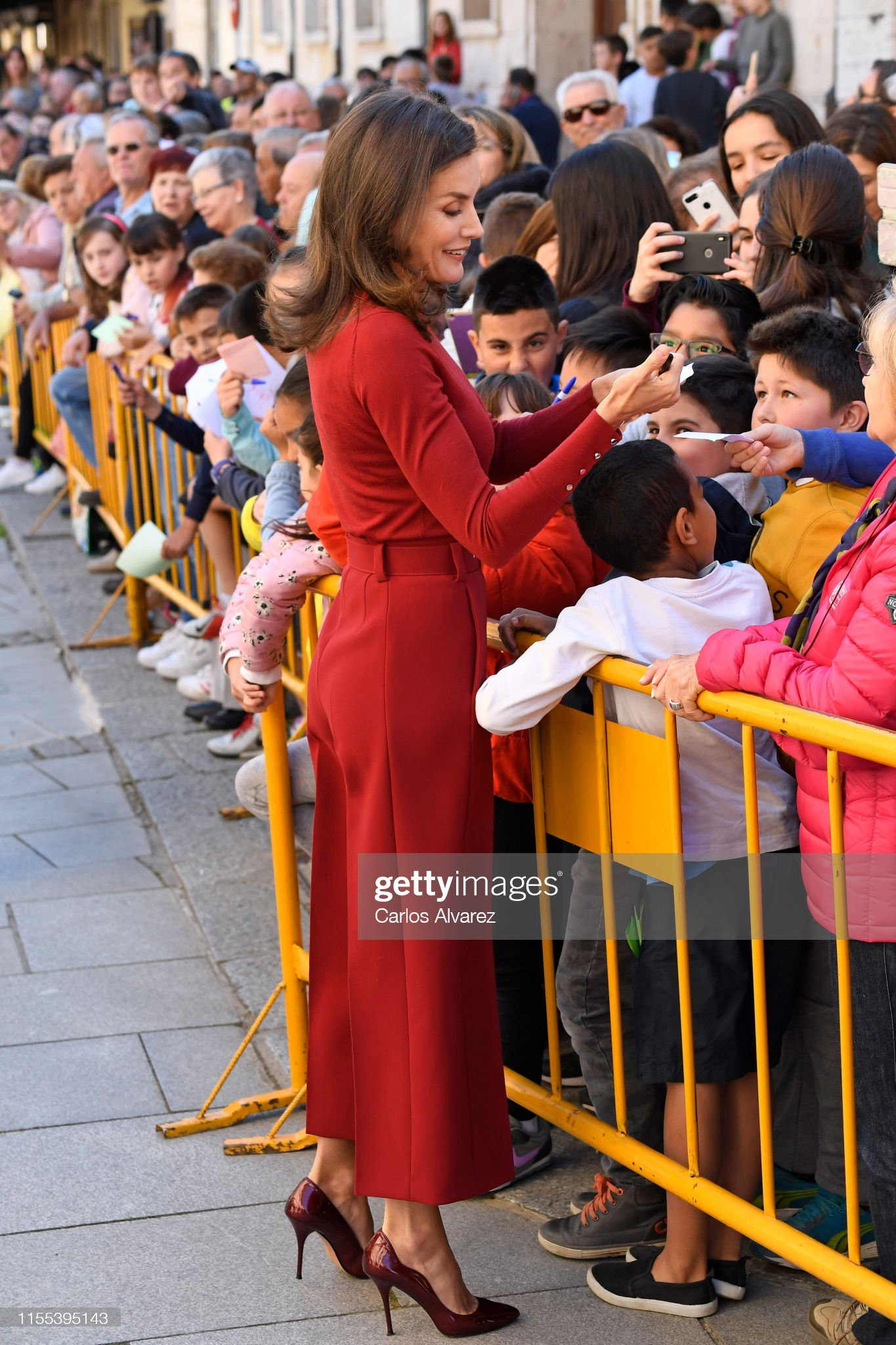 https://media.gettyimages.com/photos/queen-letizia-of-spain-meets-spectators-as-she-attends-the-closure-of-picture-id1155395143?s=2048x2048
