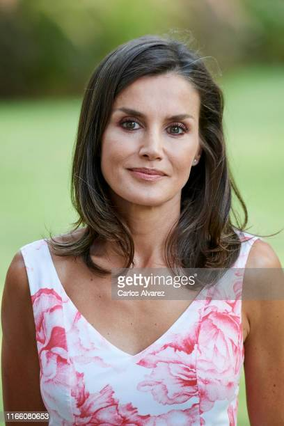 Queen Letizia of Spain poses for the photographers during the summer photocall at the Marivent Palace on August 04, 2019 in Palma de Mallorca, Spain.