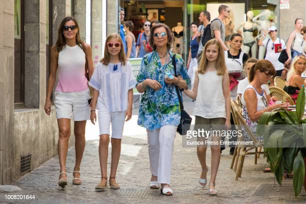 Queen Letizia of Spain Princess Sofia Queen Sofia and Princess Leonor visit a food market on July 31 2018 in Palma de Mallorca Spain