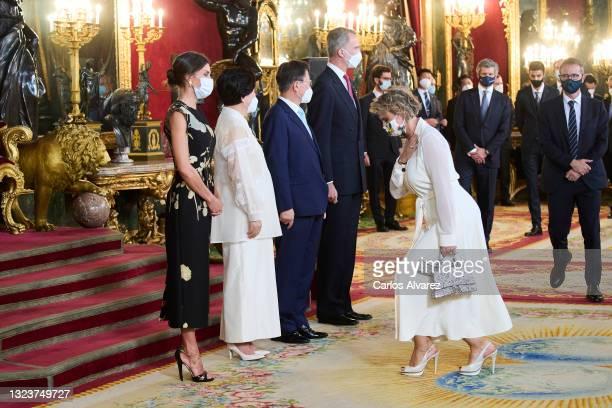 Queen Letizia of Spain, South Korean first lady Kim Jung-sook, South Korean President Moon Jae-in, King Felipe VI of Spain and Lyrical singer Ainhoa...
