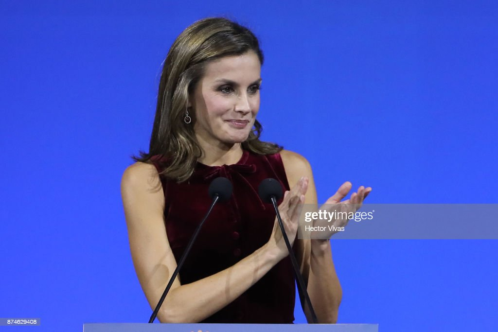 Queen Letizia of Spain talks during the World Cancer Leaders'u2019 Summit Closing Ceremony at Palacio de Minería as part of an official visit to Mexico by Queen Letizia of Spain on November 14, 2017 in Mexico City, Mexico.