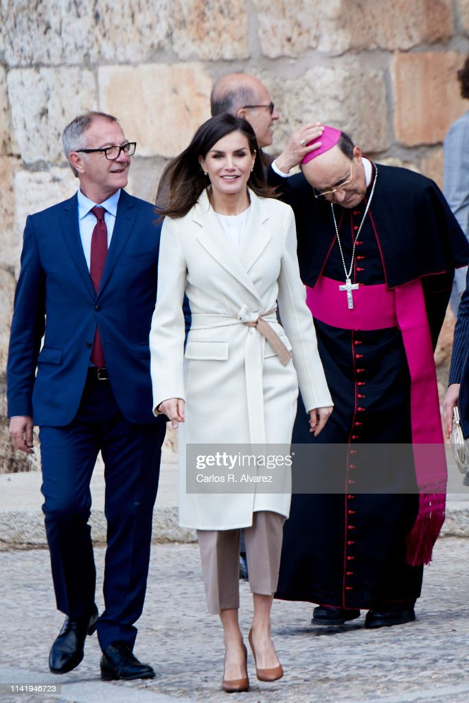 Queen Letizia Of Spain Visits 'Agneli' Exhibition In Burgos : News Photo