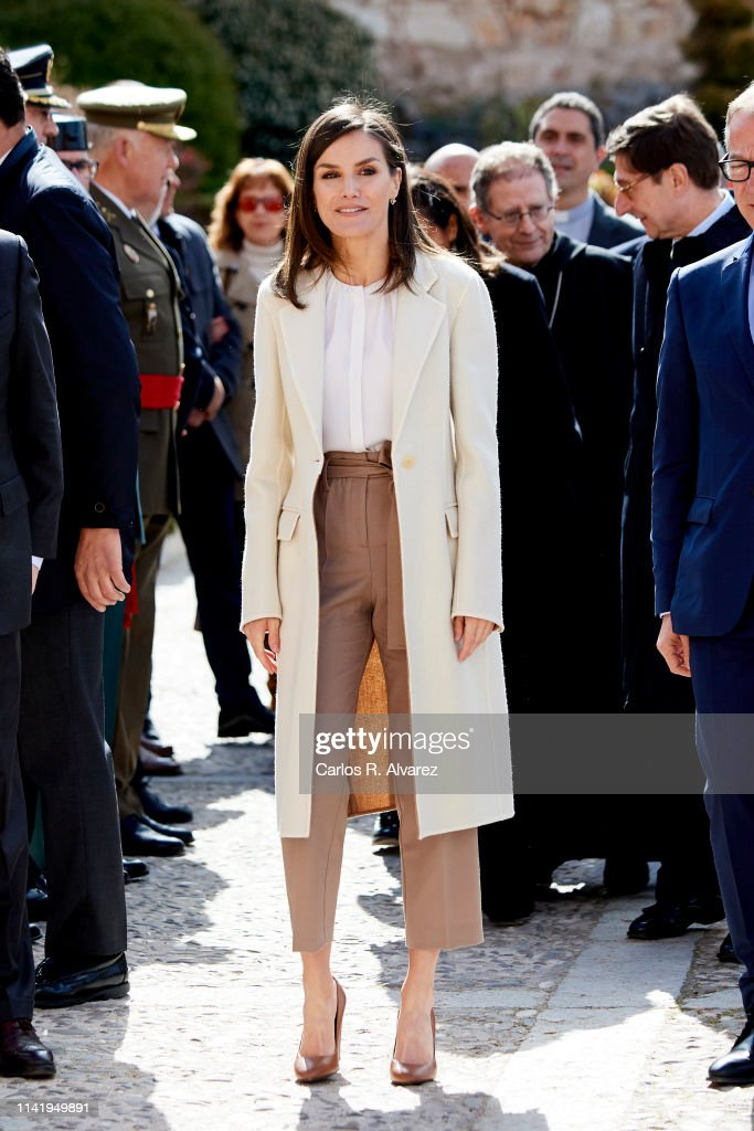 Queen Letizia Of Spain Visits 'Agneli' Exhibition In Burgos : News Photo