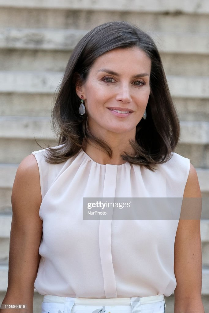 Queen Letizia Of Spain Visit National Library : News Photo