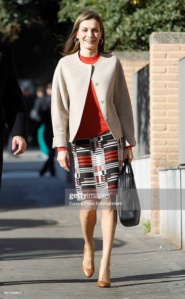 Queen Letizia Arrives To A Meeting At The FEDER : Photo d'actualité