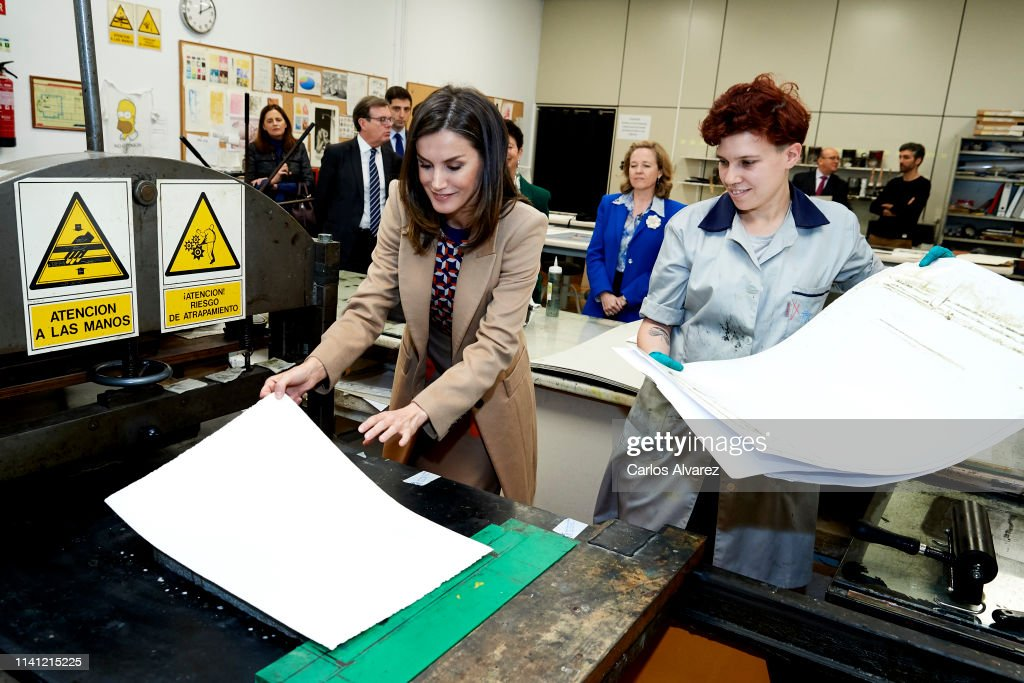 ESP: Queen Letizia Of Spain Visits The School Of Engraving And Design of Spain's Mint (Real House of Currency)
