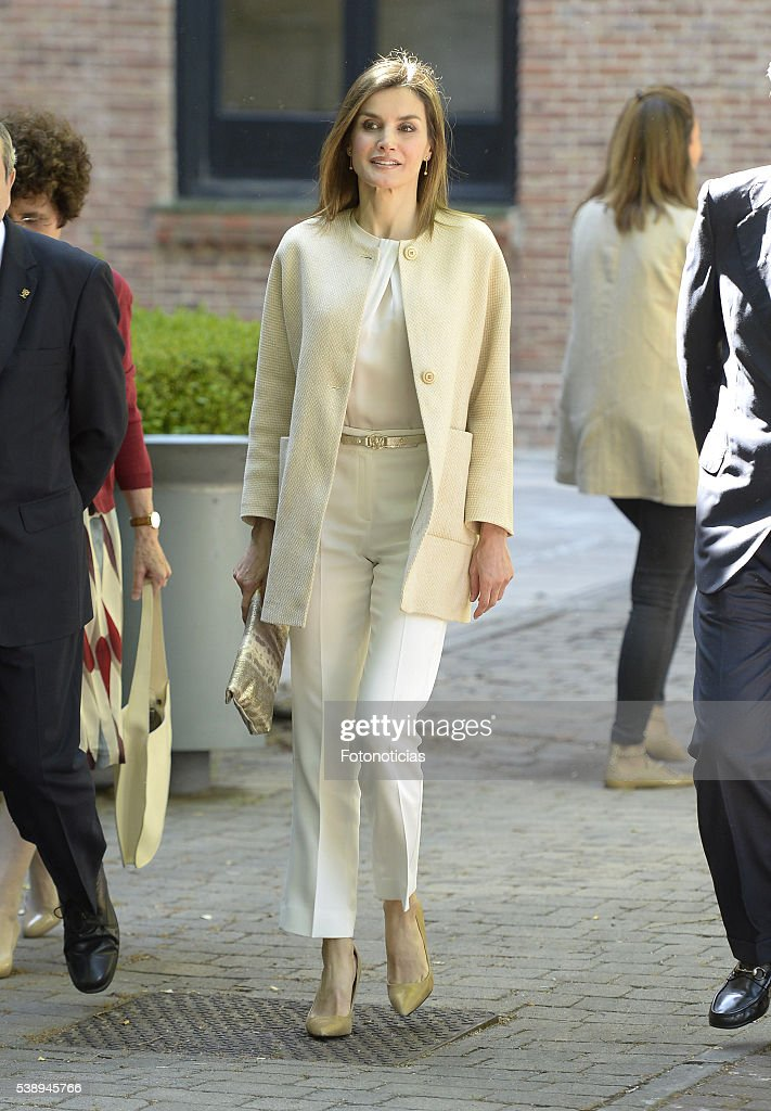 Queen Letizia of Spain Visits Students Residence : ニュース写真