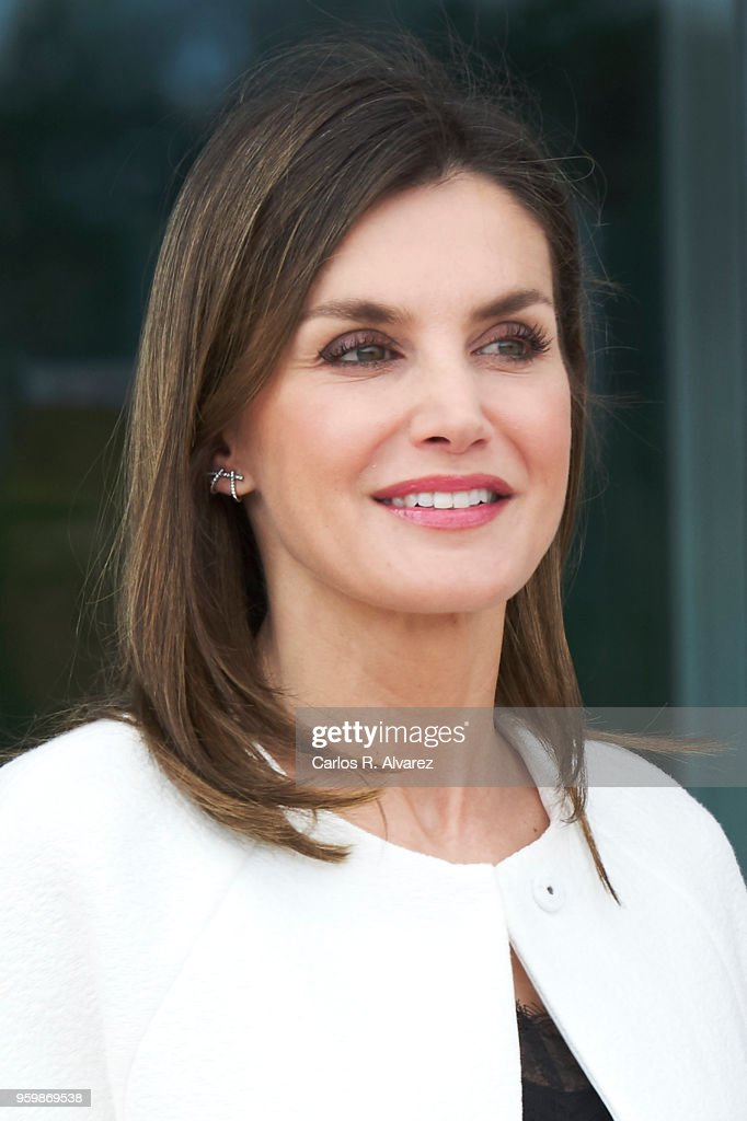 Queen Letizia Visits UME Military Center : News Photo