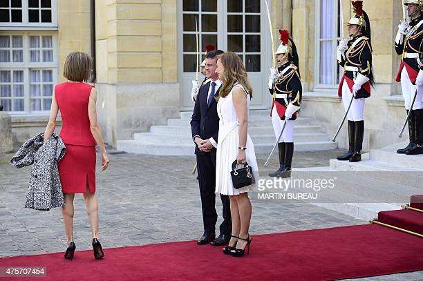 Queen Letizia of Spain waves goodbye to French Prime Minister Manuel Valls and his wife French violonist Anne Gravoin following their meeting with...