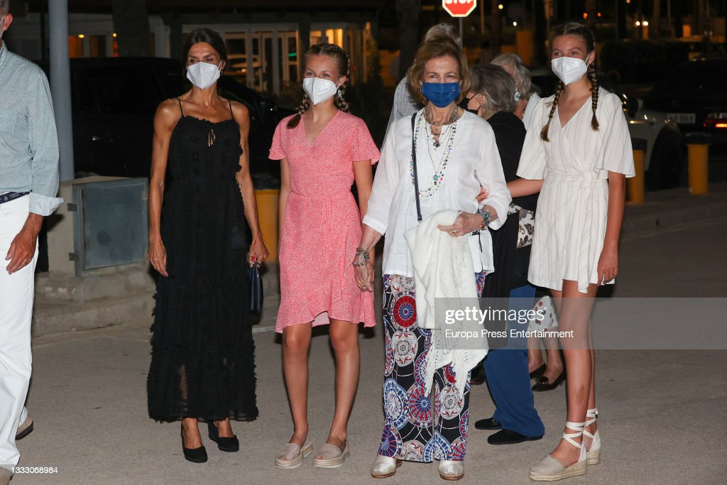 The Royal Family Enjoys A Family Dinner : News Photo