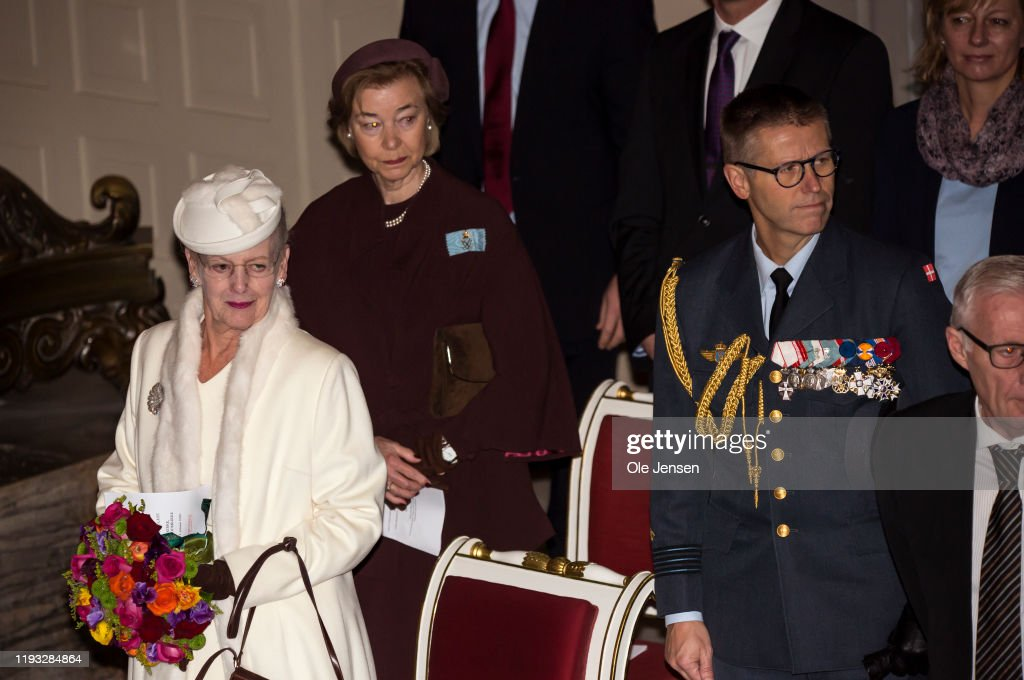 Queen Margrethe Of Denmark Attends A Memorial Service On the Occasion Of The Centennial Year For Reunification Of Southern Denmark : Foto jornalística
