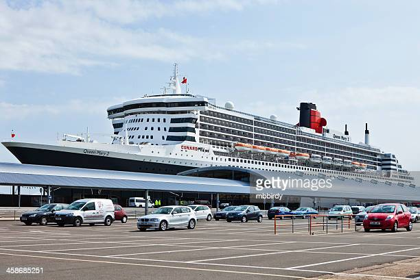rms queen mary 2 in port of southampton - southampton stock photos and pictures
