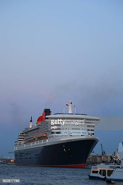 queen mary-passagier liner in hamburg, deutschland - pejft stock-fotos und bilder