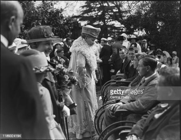 Queen Mary visiting injured soldiers, circa 1918.