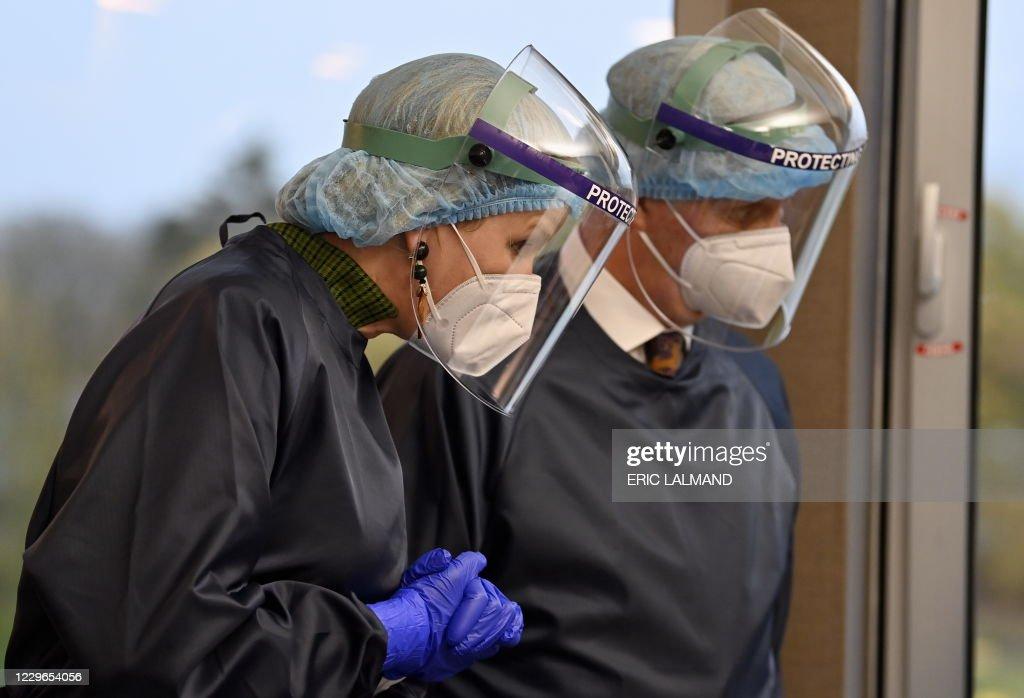 ROYALS SERAING HOSPITAL VISIT : News Photo
