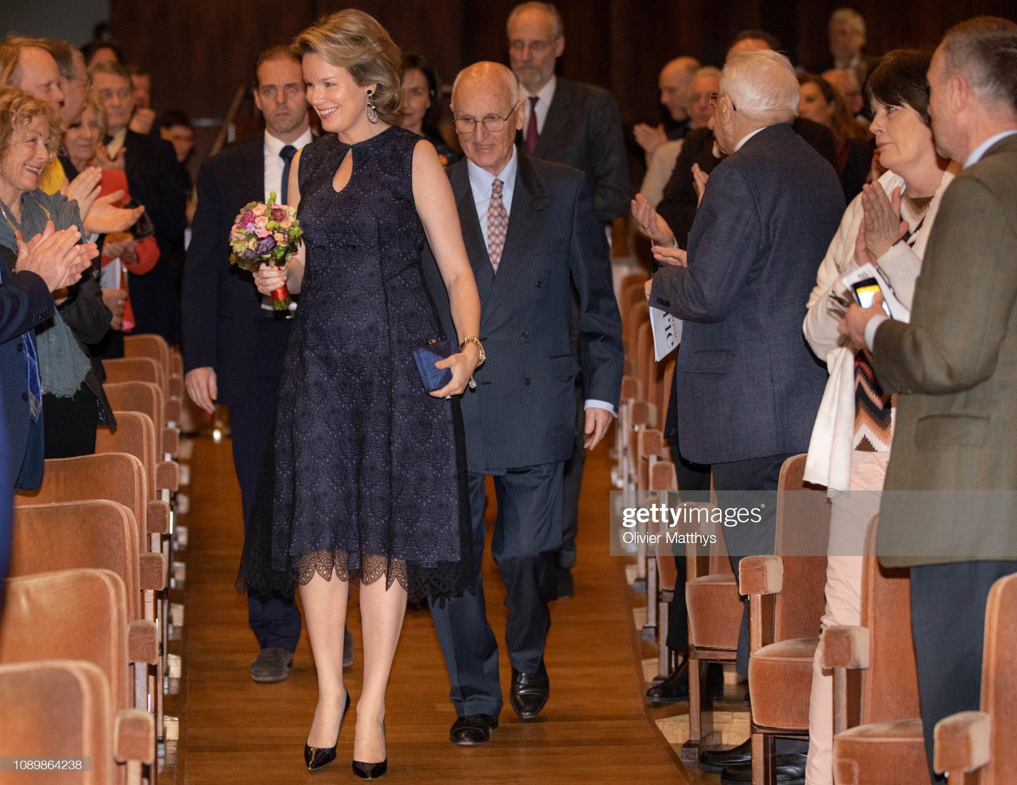 Вечерние наряды Королевы Матильды Queen Mathilde Of Belgium Attends A Musical Evening Concert To honor The Farewell Of Queen Elisabeth Contest In Flagey : News Photo