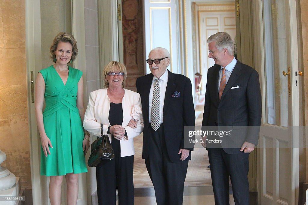 King Philippe Of Belgium And Queen Mathilde Of Belgium receive Baron Toots Thielemans At Laeken Castle : Nieuwsfoto's