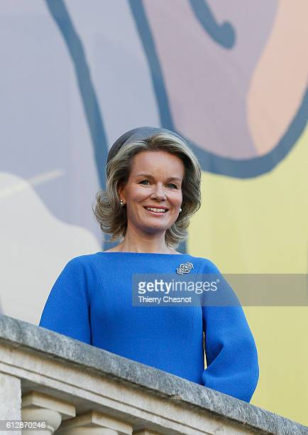 Queen Mathilde of Belgium poses for photos in front of a giant poster of comic character Tintin on October 5 2016 in Paris France Queen Mathilde...