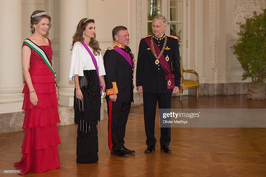 Queen Mathilde of Belgium, Queen Rania of Jordan, King Abdullah II of Jordan and King Philippe of Belgium and Queen Rania of Jordan wait to welcome the guests prior to the gala dinner at the Royal Palace of Lakaen on May 18, 2016 in Brussels, Belgium.