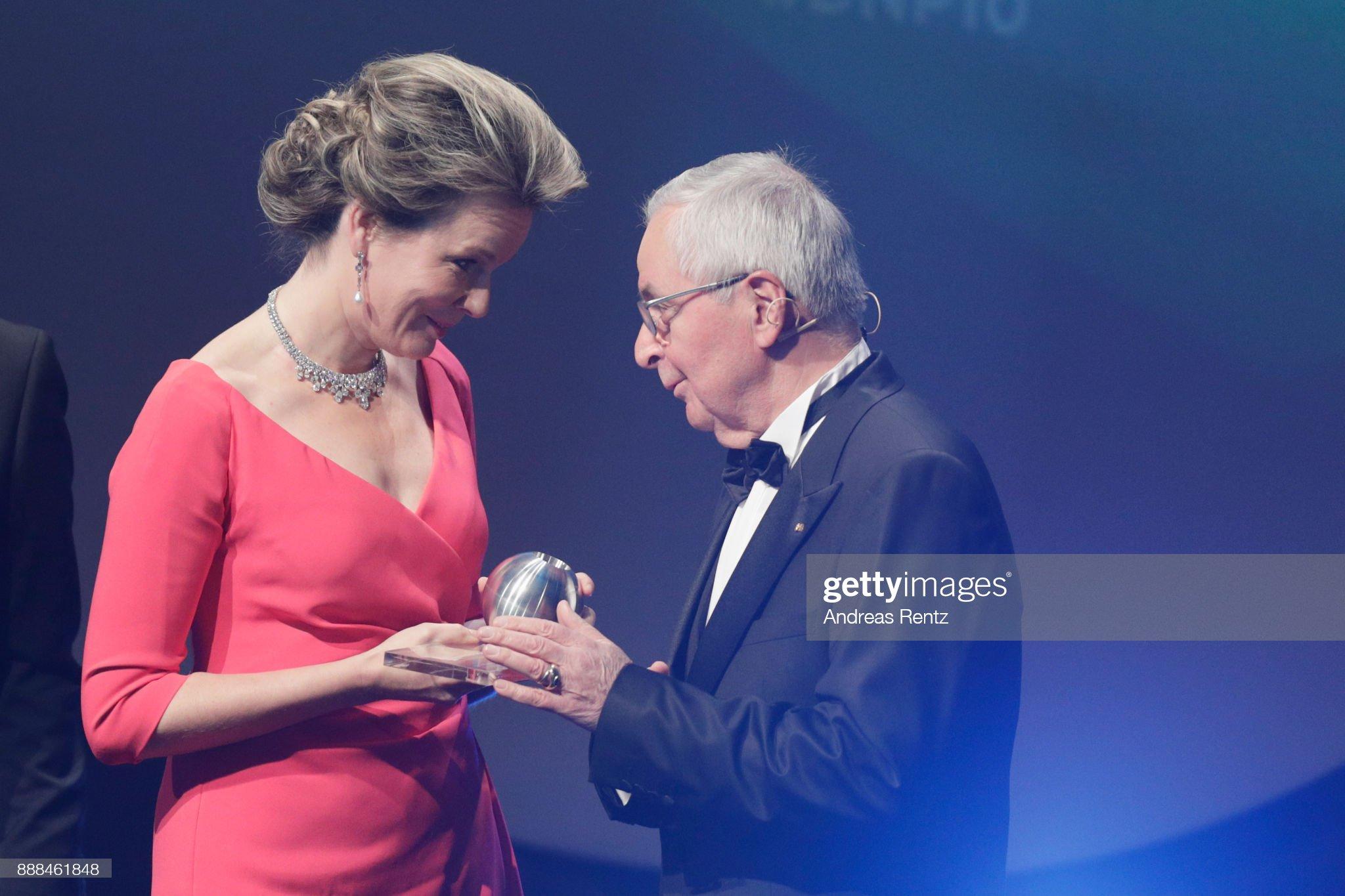 Вечерние наряды Королевы Матильды German Sustainability Award 2017 : News Photo