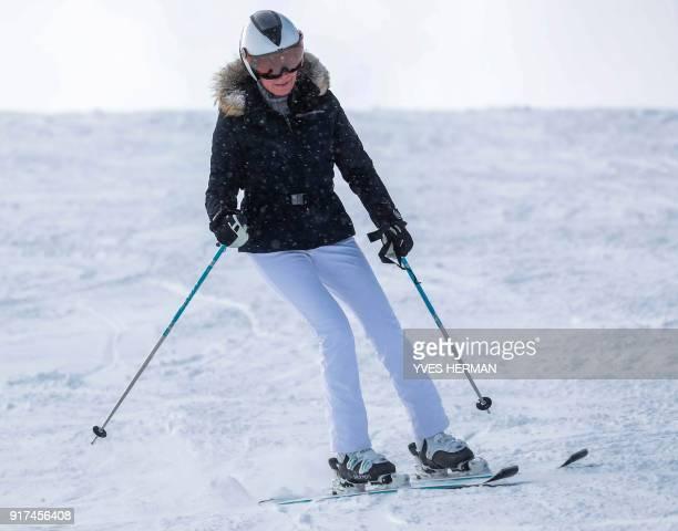 Queen Mathilde of Belgium skis in Verbier, Switzerland, on February 12, 2018. / AFP PHOTO / POOL / Yves HERMAN