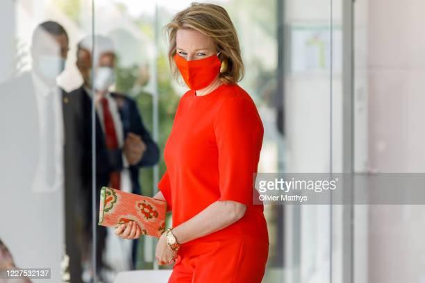 Queen Mathilde of Belgium wears a protective mask during her visit to the Gediflora Chrysanthemum nursery, on May 28, 2020 in Oostnieuwkerke,...