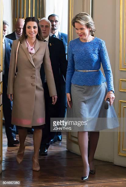 Queen Mathilde of Belgium welcomes Jordan's Queen Rania before a meeting in Brussels on January 12 2016 / AFP / JOHN THYS