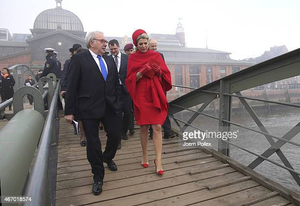 Queen Maxima and King WillemAlexander of the Netherlands Alexander pictured at the 'Fischmarkt' during their state visit on March 20 2015 in Hamburg...