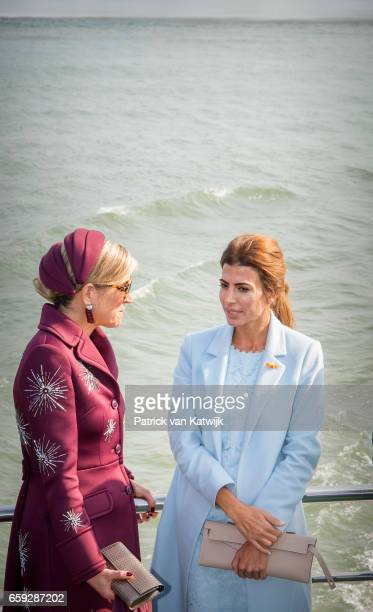 Queen Maxima of The Netherlands and Juliana Awada during an boat trip in the harbor of Rotterdam on March 28 2017 in Rotterdam The Netherlands The...