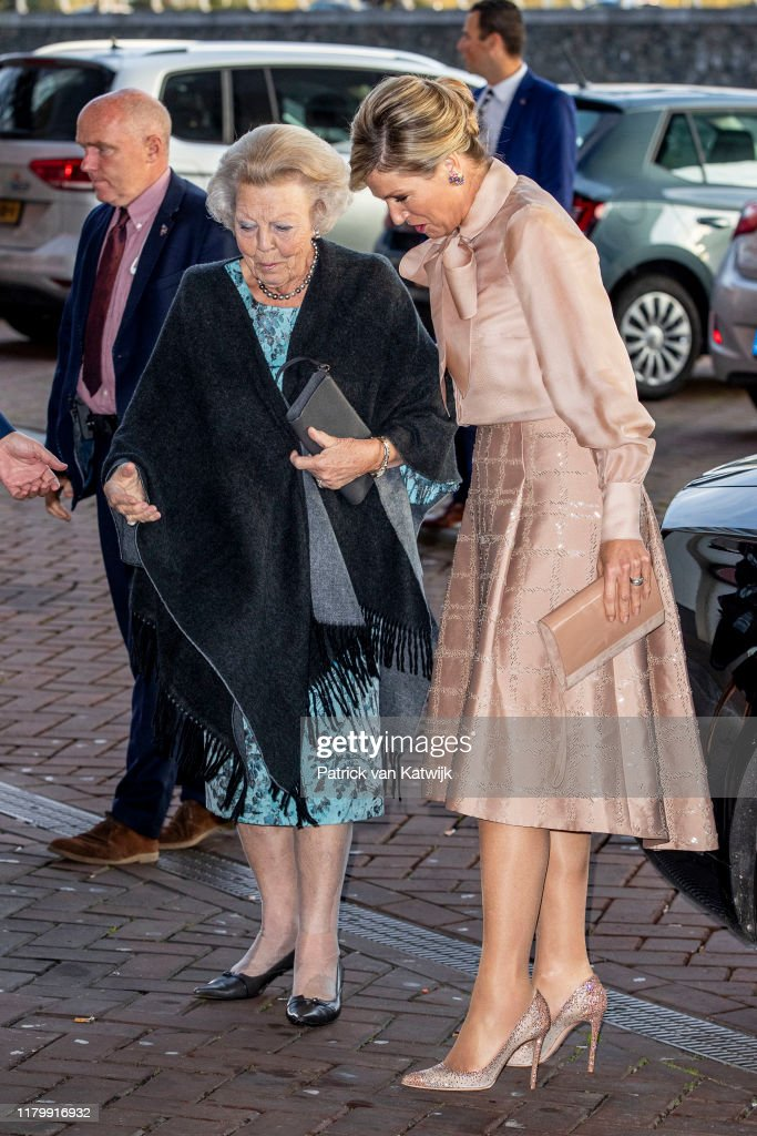 Queen Maxima Of The Netherlands And Princess Beatrix Of The Netherlands Attend Prince Bernhard Culture Foundation Award Ceremony : Nieuwsfoto's