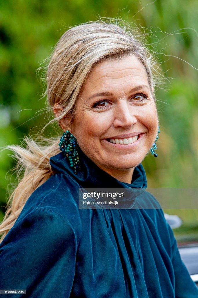 Queen Maxima Of The Netherlands  Attends The Manifest Hoofdzaken Launch In The Hague : Nieuwsfoto's
