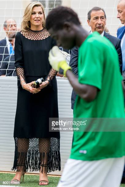 Queen Maxima of The Netherlands attends a soccer clinic with dutch former players Clarence Seedor Aaron Winter Pierre van Hooijdonk and Edgar Davids...