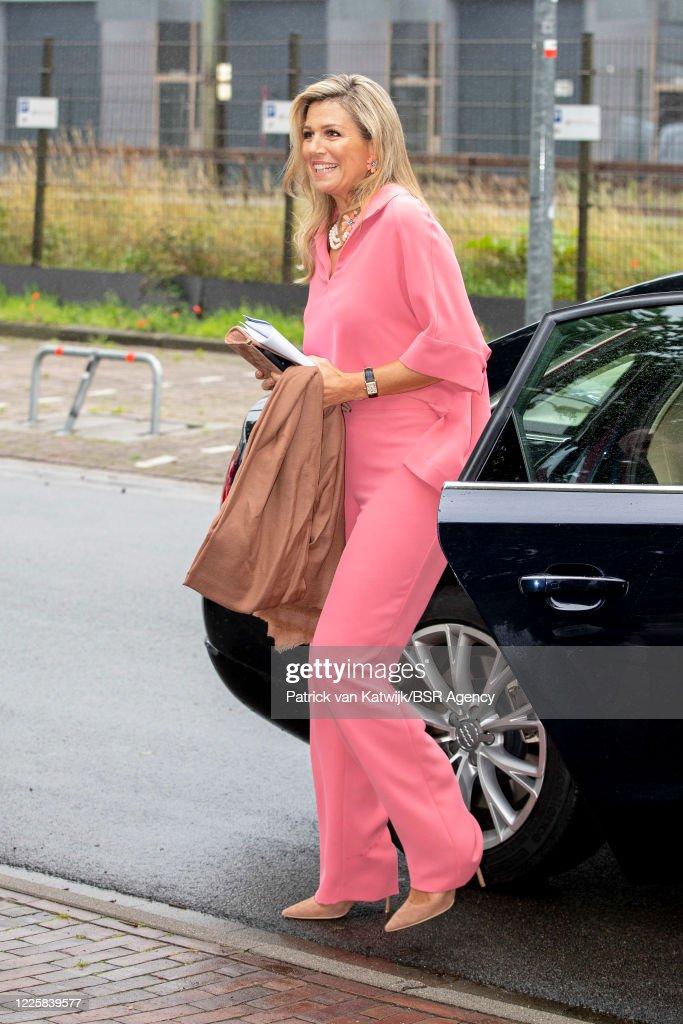 Queen Maxima Attends Digital Award Ceremony Appeltjes van Oranje : Foto di attualità