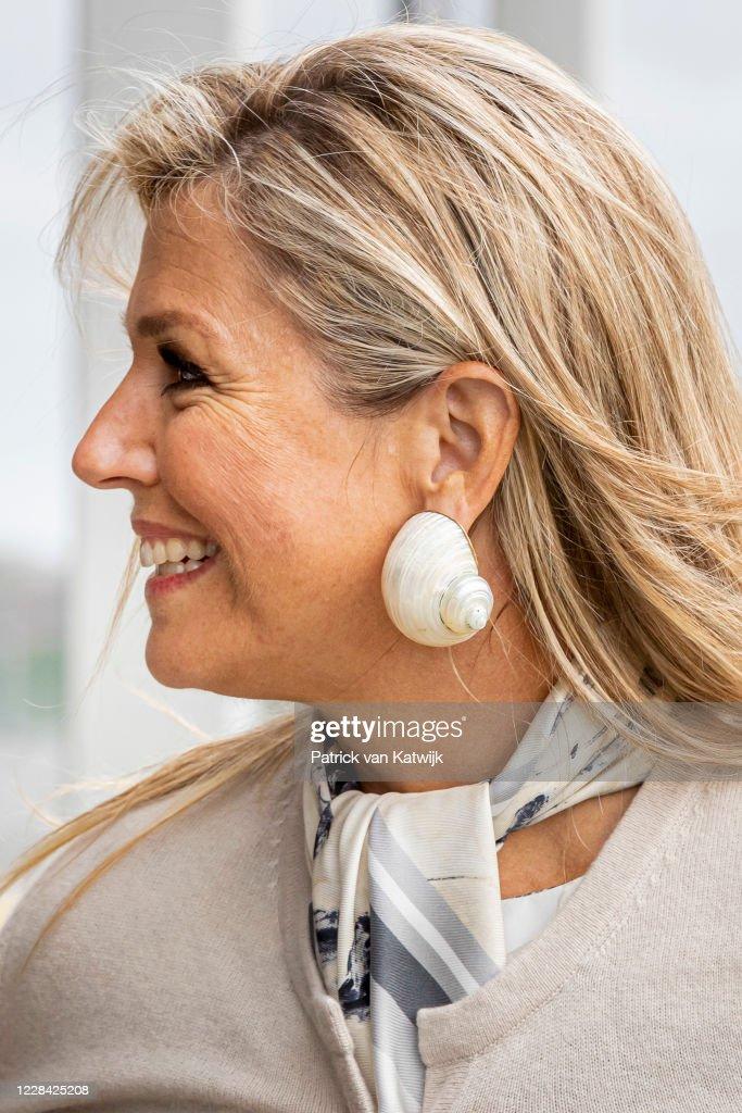 Queen Maxima Of The Netherlands Attends A Music Project In Katwijk : Foto di attualità