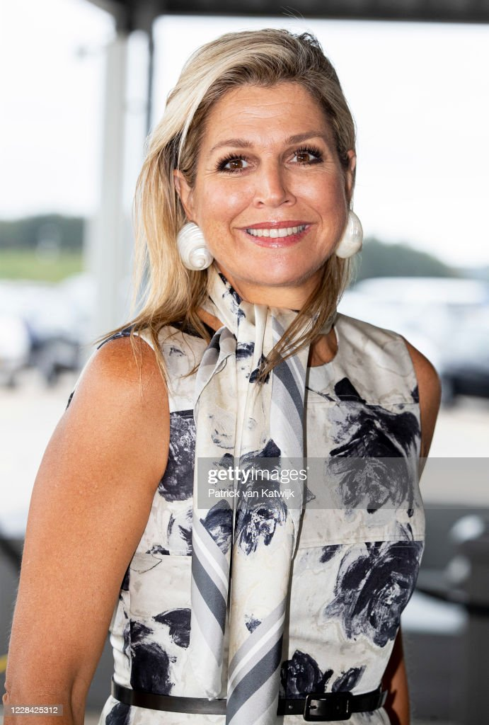 Queen Maxima Of The Netherlands Attends A Music Project In Katwijk : Foto di attualità