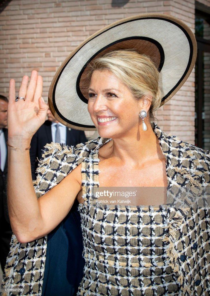 Queen Maxima Of The Netherlands Open Theater Zuidplein in Rotterdam : Foto di attualità